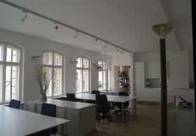 Foto 4 LOFTBÜRO in X-Berg: 4 AP in 8er Bürogem., voll möbl., 80m², Bergmannkiez, COWORKING ab sofort