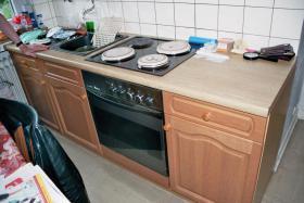 Foto 2 Landhausküche mit Herd und Kühlschrank