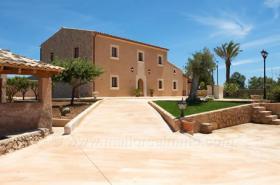 Langzeitmiete Mallorca: 300 m2 große gemütliche Pool Finca nahe Felanitx mit Panoramablick auf Kloster San Salvador
