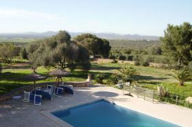 Langzeitmiete Mallorca: Einzigartige Pool Finca mit Olivenplantage auf einem 26 HA Grundstück in erhöhter Lage von Campos