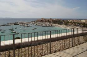 Langzeitmiete Mallorca: Luxus Meerblick Wohnung in erster Meereslinie mit riesiger Dachterrasse
