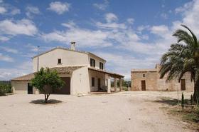 Langzeitmiete Mallorca: Neubau Finca nahe Campos mit Gästestudio und einem 350 qm Nebengebäude