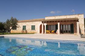 Langzeitmiete Mallorca: Pool Finca mit Casita und Meerblick nahe Santanyi