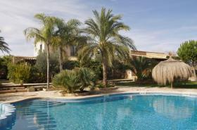 Langzeitmiete Mallorca: Renovierte Meerblick Pool Finca mit 2 Gäste Casitas und 60 qm Wohnküche im Patio strandnah bei Porto Colom