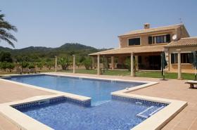 Langzeitmiete Mallorca: Ruhig gelegene 280 m2 Finca mit einem 100 m2 Pool zwischen Manacor und Porto Cristo