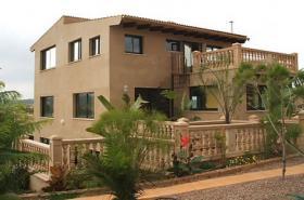 Langzeitmiete Mallorca: Traumhafte 320 qm große Pool Finca mit 3 getrennten Wohneinheiten bei Porreres