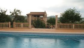 Foto 2 Langzeitmiete Mallorca: Traumhafte 320 qm große Pool Finca mit 3 getrennten Wohneinheiten bei Porreres