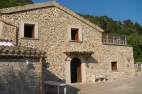 Langzeitmiete Mallorca: Traumhafte Naturstein Pool Finca + 2 Gästehäuser in Hanglage bei Llucmajor