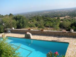 Foto 2 Langzeitmiete Mallorca: Traumhafte Naturstein Pool Finca + 2 Gästehäuser in Hanglage bei Llucmajor