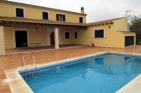 Langzeitvermietung Mallorca: Hochwertige Pool Finca bei Santanyi mit 4 Schlafzimmern