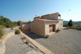 Foto 2 Langzeitvermietung Mallorca: Neuwertige 220 m2 Naturstein Finca mit Pool in erh�hter Panoramalage von Son Macia