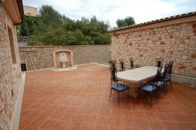Foto 3 Langzeitvermietung Mallorca: Neuwertige 220 m2 Naturstein Finca mit Pool in erhöhter Panoramalage von Son Macia