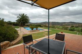 Foto 5 Langzeitvermietung Mallorca: Neuwertige 220 m2 Naturstein Finca mit Pool in erh�hter Panoramalage von Son Macia
