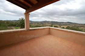 Foto 7 Langzeitvermietung Mallorca: Neuwertige 220 m2 Naturstein Finca mit Pool in erh�hter Panoramalage von Son Macia