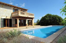 Langzeitvermietung Mallorca: Neuwertige Finca mit einem 13 Meter Pool nahe Porreres