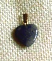 Lapislazuli-Anhänger in Herzform