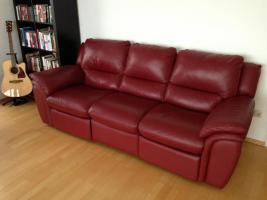 Ledercouch rot, 3-Sitzer, mit Relaxfunktion - gebraucht - wie neu - NP � 1.000, -- zu verkaufen, VB: pro Couch � 350, --