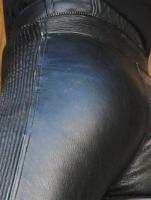 Lederhose wie auf den Bildern gesucht / gerne auch mit passender LederJacke
