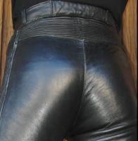 Foto 2 Lederhose wie auf den Bildern gesucht / gerne auch mit passender LederJacke