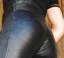 Foto 5 Lederhose wie auf den Bildern gesucht / gerne auch mit passender LederJacke