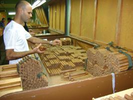 Foto 3 Leere Cohiba Robustos Zigarrenkiste rufen Sie an lohnt sich!