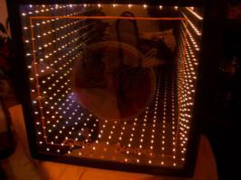 Leucht-Reklame ''Galois Blondes'' mit Tunnel-Effekt