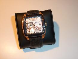 Lotus-Armbanduhr