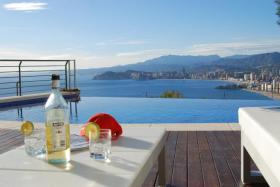 Luxuriöse Villa befindet sich in einer der exklusivsten Gegenden an der Costa Blanca