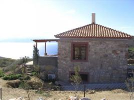 Luxurioese klassische Villen aus Naturstein am Golf von Korinth/Griechenland