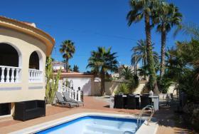 Foto 2 Luxus-Villa in einem ruhigen Wohngebiet in Spanien