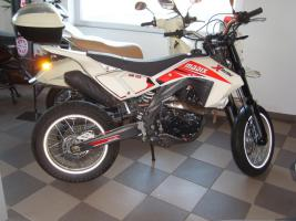 madix supermoto 125ccm neuwertig 67km in memmingerberg von privat motorr der. Black Bedroom Furniture Sets. Home Design Ideas