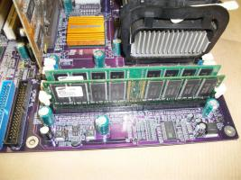 Foto 3 Mainboard EliteGroup P4S5A + Intel Pentium 4 1,60 Ghz