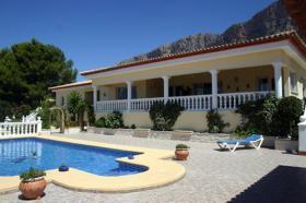 Makellose Villa mit Aussicht auf den Montgo in Javea an der Costa Blanca