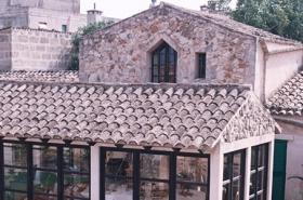 Mallorca Gewerbe Immobilien: 650 qm Dorfhaus / Anwesen mit 3 Häusern und Pool in Petra