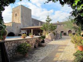Foto 2 Mallorca Immobilien Langzeitmiete: Antike renovierte Naturstein Pool Finca mit 5 Schlafzimmern in Santanyi