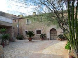 Foto 3 Mallorca Immobilien Langzeitmiete: Antike renovierte Naturstein Pool Finca mit 5 Schlafzimmern in Santanyi