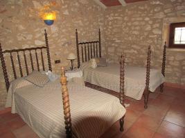 Foto 10 Mallorca Immobilien Langzeitmiete: Antike renovierte Naturstein Pool Finca mit 5 Schlafzimmern in Santanyi