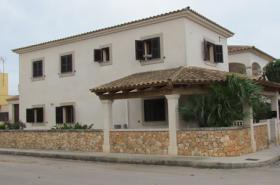 Mallorca Immobilien Langzeitmiete: Freistehendes Chalet mit 4 Schlafzimmern in ruhiger Lage von Sa Rapita
