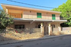 Mallorca Immobilien Langzeitmiete: Luxus Chalet mit Pool auf großem Grundstück in zentraler ruhiger Lage von Colonia Sant Jordi