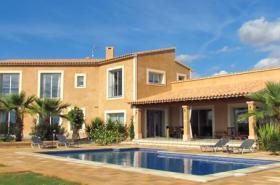 Mallorca Immobilien Langzeitmiete: Luxus Finca mit Personalbereich in traumhafter Lage nahe am Es Trenc Strand