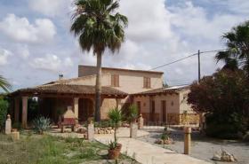 Mallorca Immobilien Verkauf: Kleine charmante Natursteinfinca mit Nebengebäude und Gästeapartment zwischen Campos und Colonia Sant Jordi