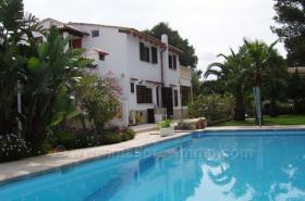 Mallorca Immobilien Verkauf: Pool Chalet in Cala Llombards mit Heizung und 2 Wohneinheiten