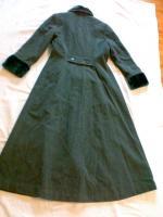 Foto 2 Mantel grau, mit Pelzkragen und Saum an den Ärmel Gr. 40;