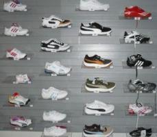 Marken Sporttextilien Puma, Nike, Adidas, Reebok - aus Insolvenz