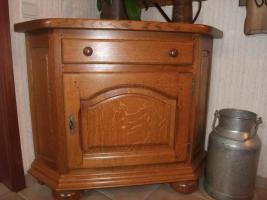 Foto 8 Massiv Eichenm�bel (Wohnzimmer, Esszimmer, Diele) in sehr gutem Zustand JETZT-50%