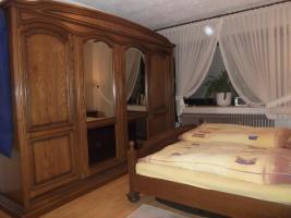 Foto 8 Massiv Schlafzimmerschrank mit Kommode