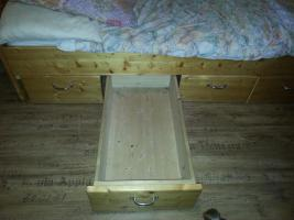 Foto 2 Massives Jugend Bett zu Verkaufen