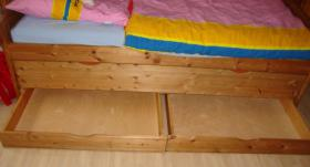Foto 2 Massivholz-Jugendbett mit ausziehbarem G�stebett + 2 Matratzen