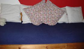 Foto 4 Massivholz-Jugendbett mit ausziehbarem G�stebett + 2 Matratzen