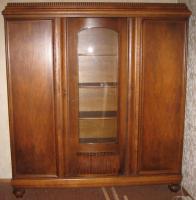 Massivholzschrank Antik mit Glaseinsatz 3-türig
